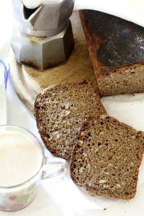 Pane nero con semi di girasole
