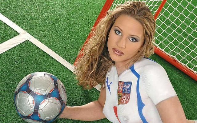 Soccer Girls Wallpaper Free: Body Painting Galleries: World Cup Body Painting