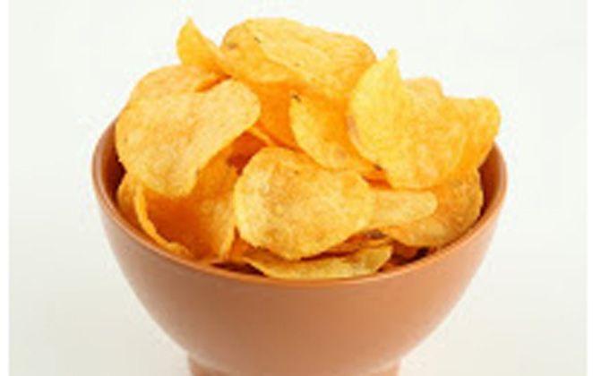 Φρέσκα, τραγανά, σπιτικά chips από πατάτες και λαδάκι, τα τέλεια και πανεύκολα πατατάκια για να κερ...