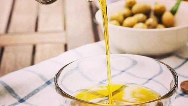 Cambio vita: lascia il lavoro sicuro per vendere olio extravergine d'oliva italiano