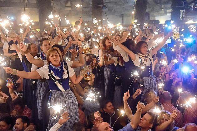 Auf echte Wiesn-Stimmung hoffen Helmut Möllenkotte und die Schützenbruderschaft St. Peter und St. Paul beim Oktoberfest am Samstag.