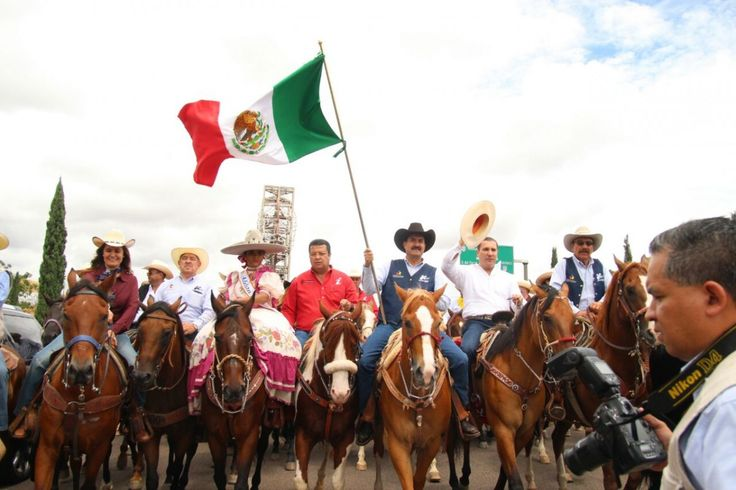 <p>Parral, Chih.- El Centauro del Norte volvió a cabalgar en Parral, al ser recordado por los más de 7 mil jinetes que participaron en la 22ª