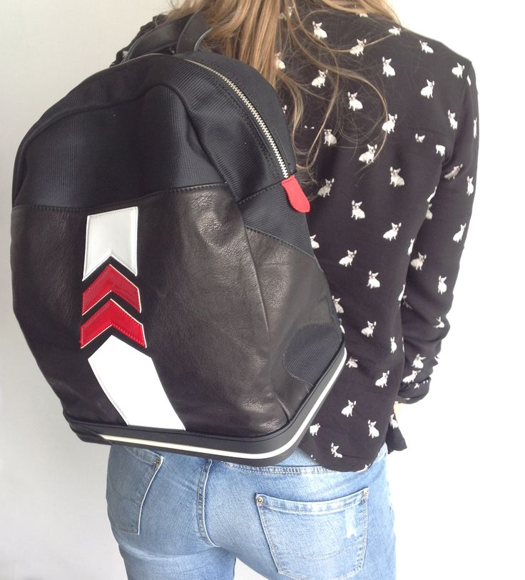 Black, white and red calf leather arrow detail #backpack - The Sneakebag - #zaino #sneakebag con fondo in gomme stile #sneakers