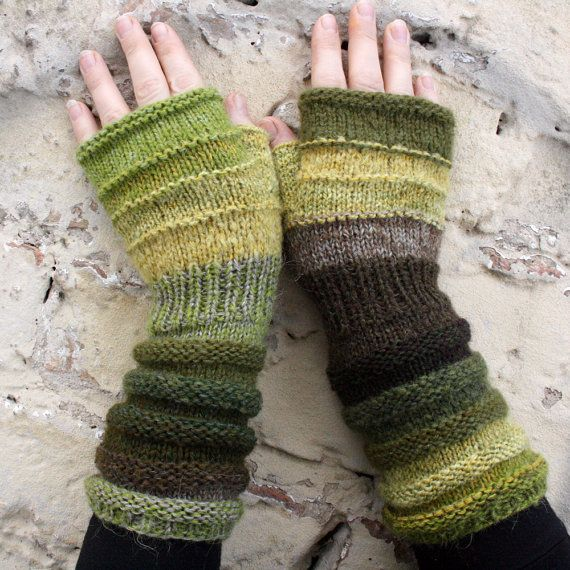 Knitted Hand Warmers Free Patterns : Best 25+ Wrist warmers ideas only on Pinterest Crochet hand warmers, Finger...