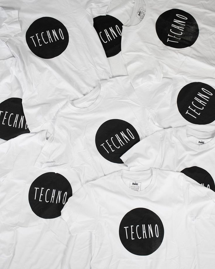 Techno T-Shirt von RAVE Clothing mit schwarzem Techno-Kreis auf der Vorderseite.