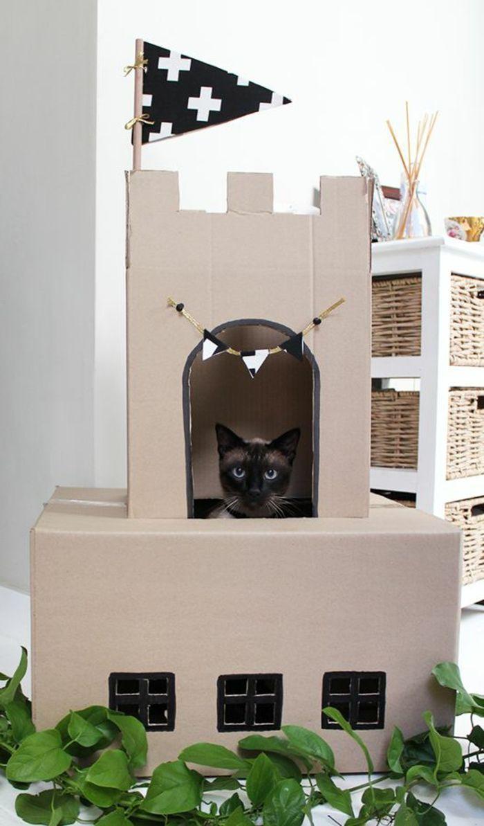 Les 25 meilleures id es de la cat gorie maison pour chat sur pinterest petit mignon jouet - Maison en carton pour chat ...