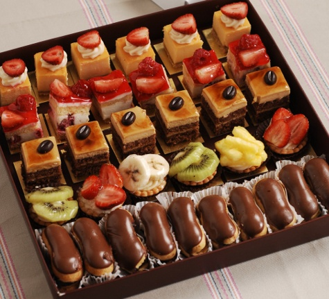 petitfours box........  mmmmmmmmmmmmm