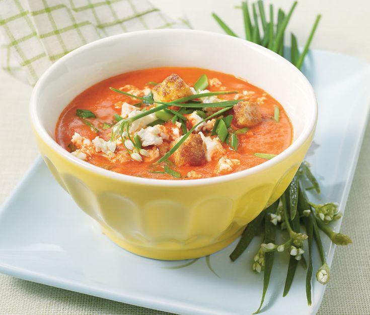 Een zonnig weekendsoepje. De paprika en de chilipoeder geven de soep een pittigzoete smaak, lekker met feta en croutons!
