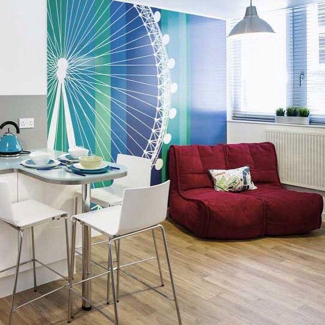 Бескаркасный диван-бин бег Twin Couch™ - Wildberry Deluxe (красный цвет) Многослойная и приятная на ощупь, ткань. Верхний ворсовый слой представляет собой рельефный узор из маленьких квадратиков, что обеспечивает глубину цвета.