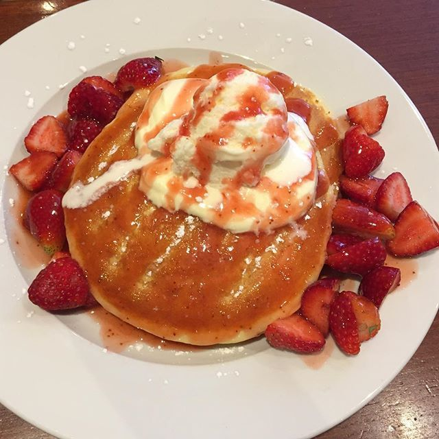 I did splurge a little at breakfast yesterday! But I have to admit this was one good breakfast!! Thanks to @pancakesontherocks__official I had these buttermilk pancakes with strawberries and ice cream 🙊they were delicious but I could only eat about half 😢 #Pancakes #Strawberries #IceCream #Buttermilk #PancakesOnTheRocks #DarlingHarbour #Sydney #Splurge HOME TIP: If I was to make these myself I would skip on the strawberry jam and ice cream and replace it with natural low fat yoghurt. I…