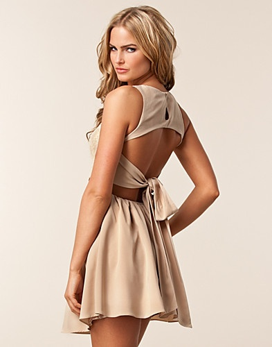 I love the back on this dress!!