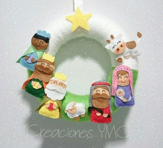 Hermosa corona navideña para decorar tu hogar.   Hecha en #fieltro #coronanavideña #corona #guirnalda #decoracionnavidad