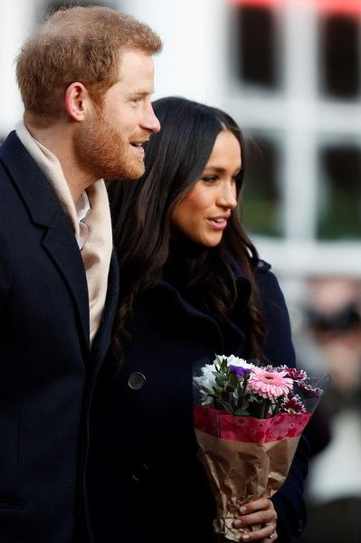 Prince Harry Meghan Markle Photos - Britain's Prince Harry and his fiancee US actress Meghan Markle visit Nottingham Contemporary on December 1, 2017 in Nottingham, England. Prince Harry and Meghan Markle announced their engagement on Monday 27th November 2017 and will marry at St George's Chapel, Windsor in May 2018. - Prince Harry & Meghan Markle Visit Nottingham