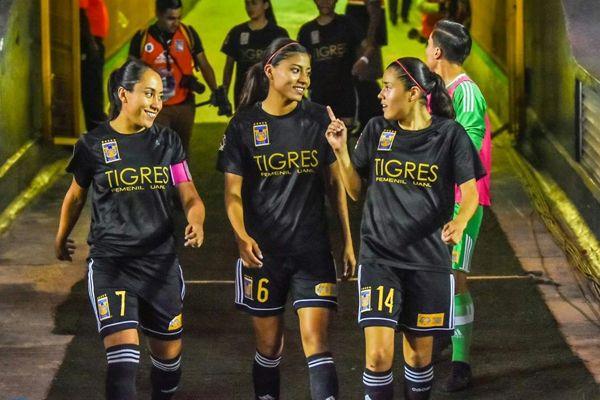 Este próximo sábado los equipos femeninos de los Tigres de la UANL y Rayados de Monterrey se enfrentarán por primera vez en duelo oficial de la Liga MX Femenil.   www.soytigre.mx