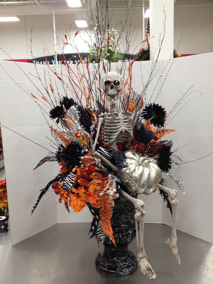halloween entry way urn 2012 by christian rebollo - Halloween Centerpieces