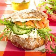 Broodje zalm met feta en rucola