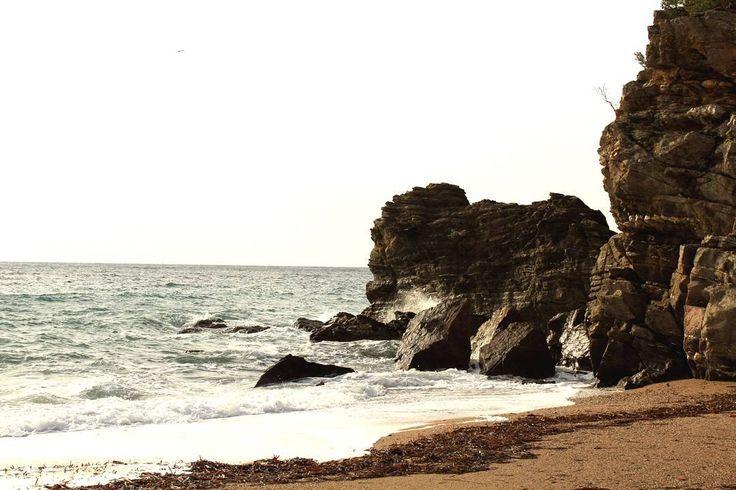 Souvenir gravé du super #instameet du 23 octobre organisé par #golfesttropez @cavalairetourisme, @domainedurayol et à #amaurindesmaures  Une super journée, ponctuée par la pluie certes mais marquée par de belles rencontres et de beaux souvenirs. Merci à tous <3  Ici la merveilleuse plage de Bonporteau à #cavalaire  Toutes les photos de la journée : #instagstnature  #nofilter #littoral #paysage #landscape #mer #light #naturelovers #nature #beach #plage #natural #tourism #tourisme…