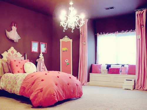 Oh my gosh, if I have a girl, I seriously love the grown up princess room look!