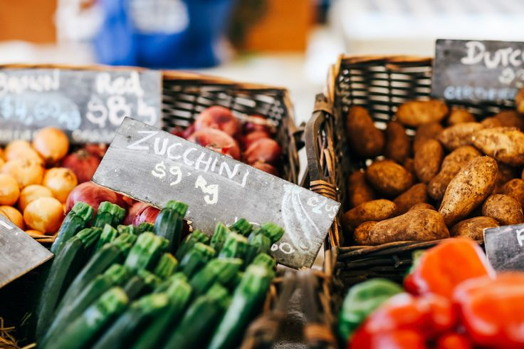 How to do your grocery shopping at a farmers market - Vogue Living
