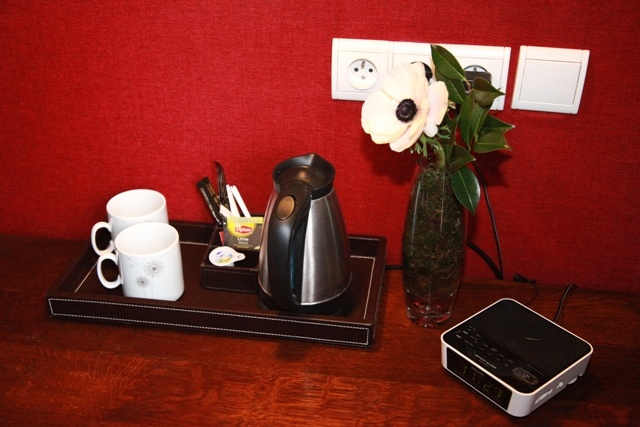 Vous trouverez un plateau de courtoisie dans chaque chambre.  There's a welcome tray with coffee and tea maker in each room