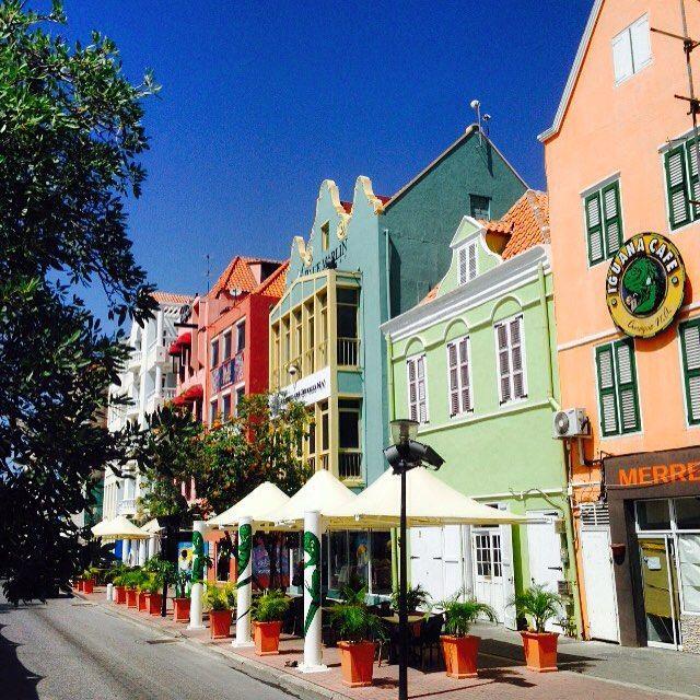 I was in Curacao. Capital city of Willemstad was super cute&beautiful✨ love it Dutch island! ABC諸島最後のCはキュラソー!町が可愛いし美しすぎる✨ABC諸島はどこも良いなーこれて良かった #SASARU #Curacao #willemstad #kozee #dutch #Caribbean #sea #ABC #capital #cute #beautiful #world #travel #世界一周 #旅 #キュラソー #ウィレムスタッド #カリブ海 #オランダ #abc諸島 #首都 世界のかわいい町に認定 #素敵な町 #早く刺さりたい