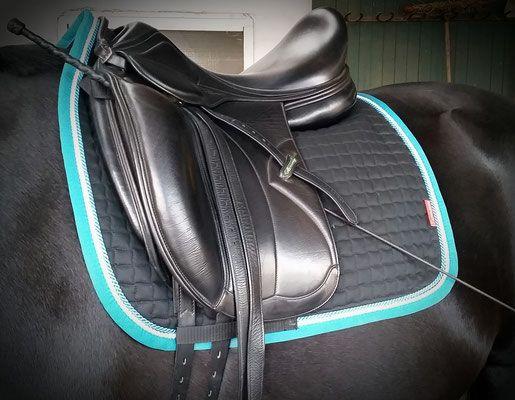 Schicke Schabracke - Satteldecken für Pferde in extra stylish