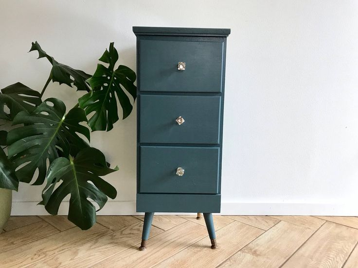 Tall Small Side Table: Best 25+ Narrow Nightstand Ideas On Pinterest