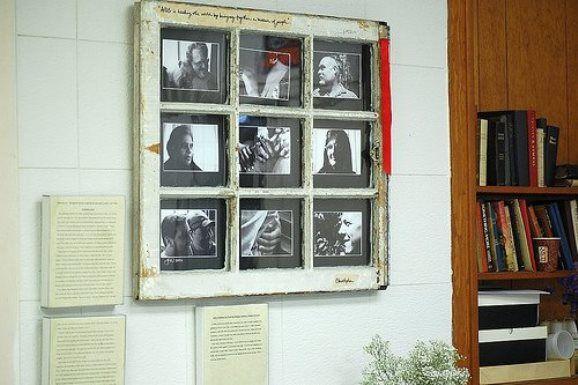 Janela antiga transformada em porta-retratos! Mais:http://revista.zap.com.br/imoveis/transforme-janelas-antigas-em-objetos-de-decoracao/