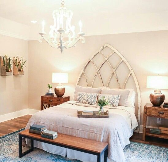 Fixer upper season 3 chip2 0 headboard lamps to for Fixer upper bedroom designs