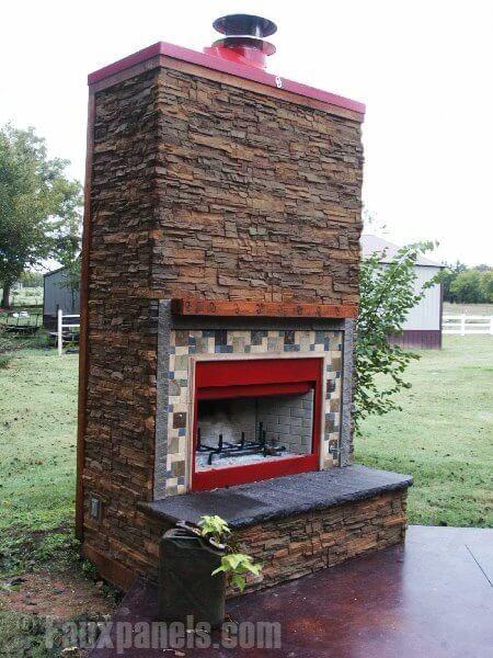 Die robuste faux Steine Verkleidung eignet sich sogar für außen Kamine. Diese große Struktur ist ideal für einen Abend im Freien mit Familie und Freunden.