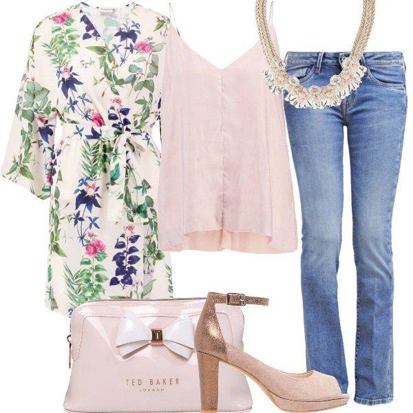Un jeans bootcut, un morbido top rosa cipria, una giacca-kimono floreale come vogliono le ultime tendenze, open toe in suede e pelle metalizzata, pochette iperfemminile ed infine collana in corda e cristalli sono la mia proposta di oggi.