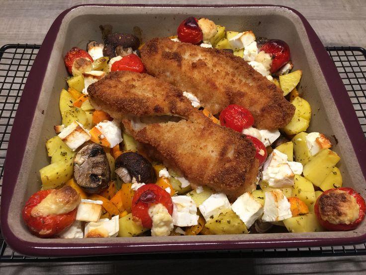 Alaska Seelachs auf Gemüse in der Stilvollen Ofenhexe bereitet.  Rezept zu finden auf http://martinaziehl.blogspot.de/2015/09/seelachs-auf-gemuse-mit-schafskase.html?m=1