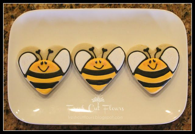 cute bee cookies from heart shape...