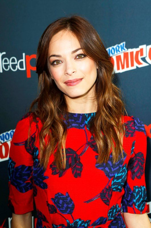 superboy's Kristin Kreuk: love blue red top,her hair and gorgeous green eyes <3
