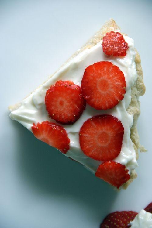 Summer strawberry cake.  Sommerens jordbærkake.
