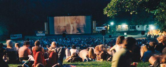 Activity - Freiluftkino Friedrichshain, outdoor movies in the park. http://www.freiluftkino-kreuzberg.de/freiluftkino_kreuzberg_english.php