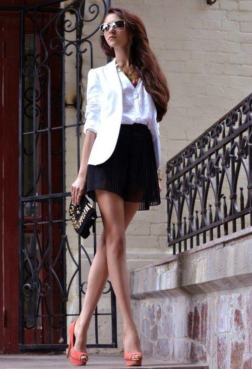 chaqueta blanca falda negra
