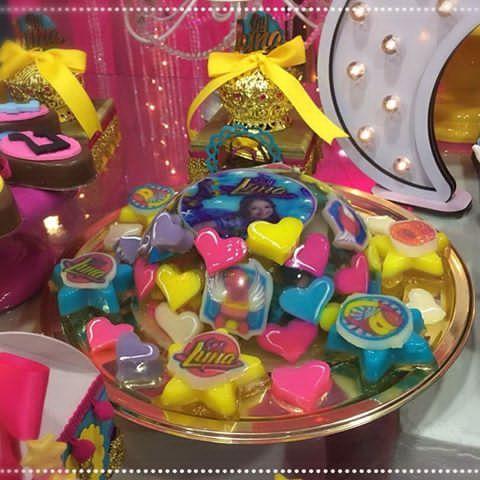 """Fiesta temática """"Soy luna """". Más de la presentación de nuestro hermoso candy bar #festasouluna #festasinfantiles #fiestasoyluna #soylunaparty #soylunavenezuela #soylunacake #kidsparty #encontrandoideias #festainfantil #fiestasinfantiles #fiestascaracas#fiestasinfantilesvenezuela #fiestasinfantilescaracas#artesanos_ve2017"""