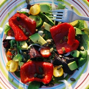 Salade aux poivrons grillés et graines de courge © Coralie Batista