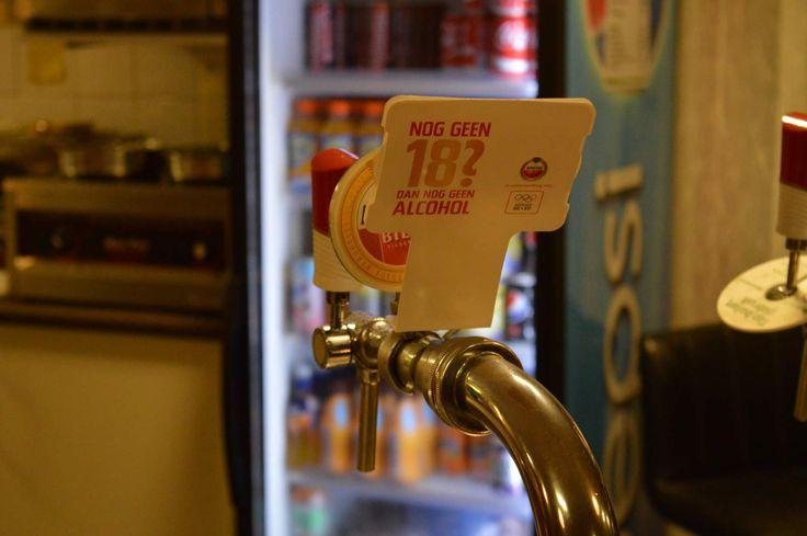 Sinds 2013 is de gemeente verantwoordelijk voor de uitvoering van de Drank- en Horecawet. Daaronder vallen bijvoorbeeld maatregelen gericht op alcoholmatiging, maar ook regels waar sportkantines en dorpshuizen zich aan moeten houden bij feesten voor derden.   Lees verder op onze website.