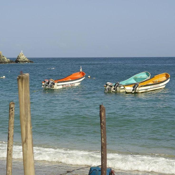 No ves mis pies en la arena mis huellas las han borrado las olas del mar No hay ancla que me amarre a este lugar No dejes que me marche sin saber si me has querido En este postrero viaje sin destino amarte aún es mi castigo #poema #poem #instadaily #instamood #instapoem #instalike #igers #igersve #igersvzla #Venezuela #instacool #playa #bote #beach #boat #instacool #instahub #instapic #seascape #AF