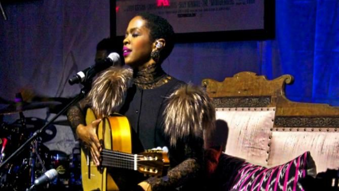 Lauryn Hill Concert Review: Star Still Arrives Onstage Late but Is Worth the Wait Lauryn Hill  #LaurynHill