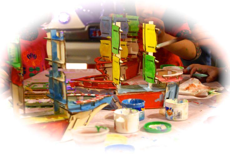 Construye y Pinta el Barco Pirata de Saru and Shira, Juguetes Educativos.