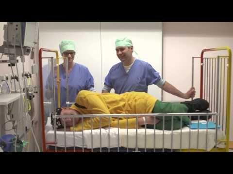 ▶ Naar het ziekenhuis voor je keelamandelen - YouTube