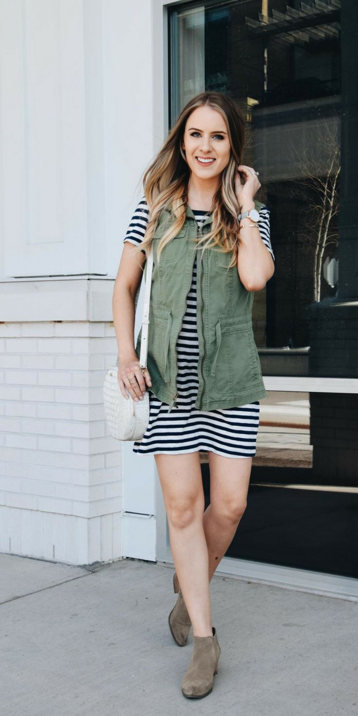 Fashion Blogger Lauren Meyer shares 3 ways to wear a tshirt dress for any occasion. Love the ideas in this post!