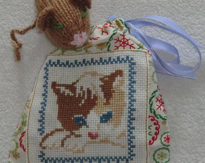 Sac pochon Chat - En tissu coton - Brodé à la main - Tête de Chat marron et sa souris en laine - 100% Fait main - Modèle Unique