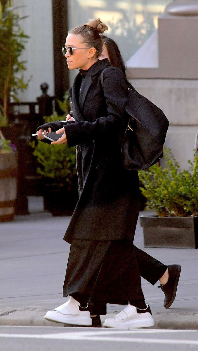 Mary Kate Olsen ya lleva la tendencia del 'Ugly Sneaker' #Fashion #StreetStyle #MaryKateOlsen #UglySneaker #Tenis #Look #FashionLook #Trends #LookConTenis #Outfit