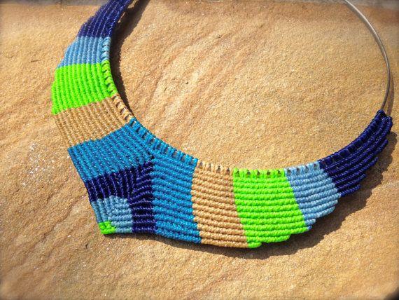 Design Macrame Necklace in V shape with 3 por RitaPratesCaetano