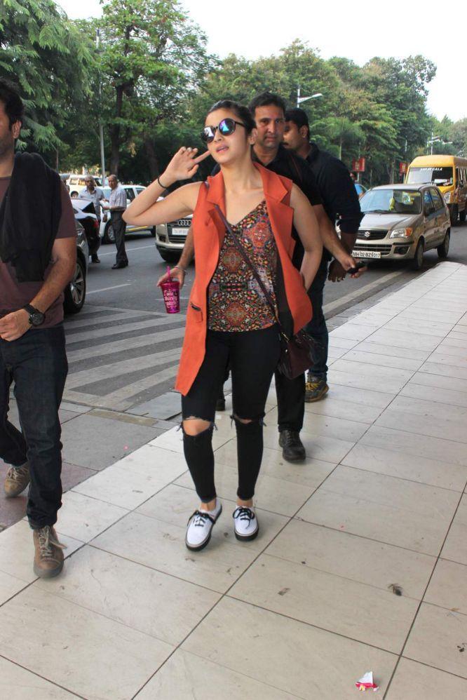 Alia Bhatt, Katrina Kaif, Akshay Kumar And Others Spotted At Airport!