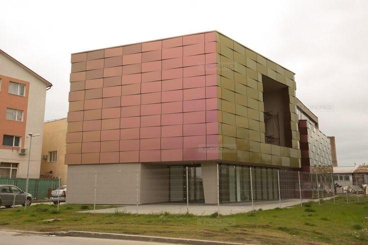 Cladirea cameleon din Timisoara– locul unde s-a instalat cel mai puternic microscop din Europa de Sud-Est